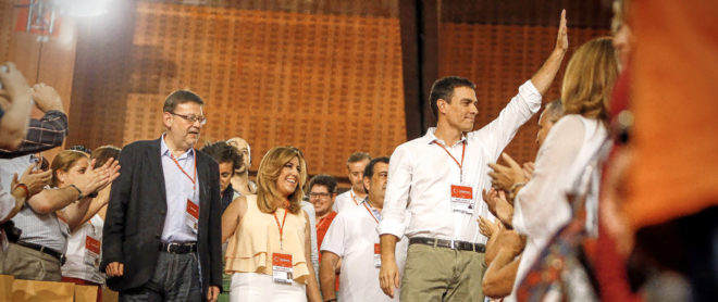Pedro Sánchez, acompañado de los barones socialistas Ximo Puig y Susana Díaz en julio de 2014, cuando accedió por primera vez a la Secretaría General del PSOE.