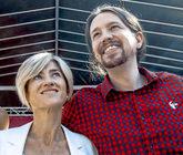 Pili Zabala junto al presidente de Podemos, Pablo Iglesias, en un acto...