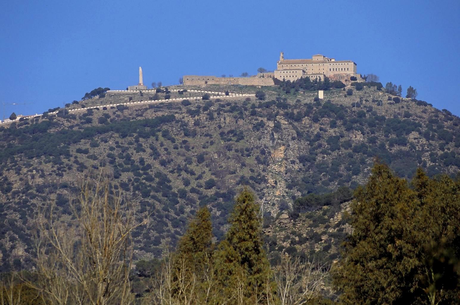 El santuario de la Virgen de la Cabeza en el corazón de Sierra de Andújar.
