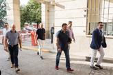 Llegada a los juzgados de Sevilla de los agentes del centro comercial...