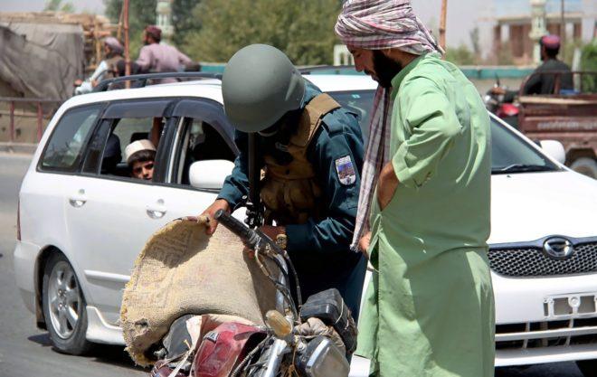 Los insurgentes se enfrentan al ejército afgano en Ghazni atrincherados