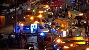 Equipos de emergencia, sanitarios y bomberos, en el puerto de Vigo...