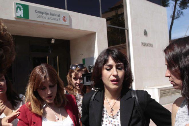 Juana Rivas a la salida del juzgado de lo penal nº 1 de Granada el pasado mes de junio
