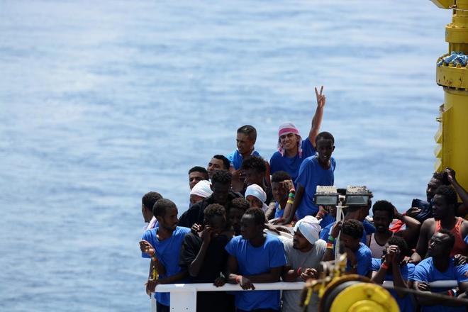 Inmigrantes a bordo del Aquarius rescatados en el Mediterráneo.