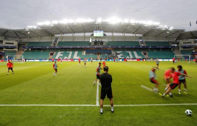 Julen Lopetegui durante el entrenamiento del Real Madrid en el estadio...