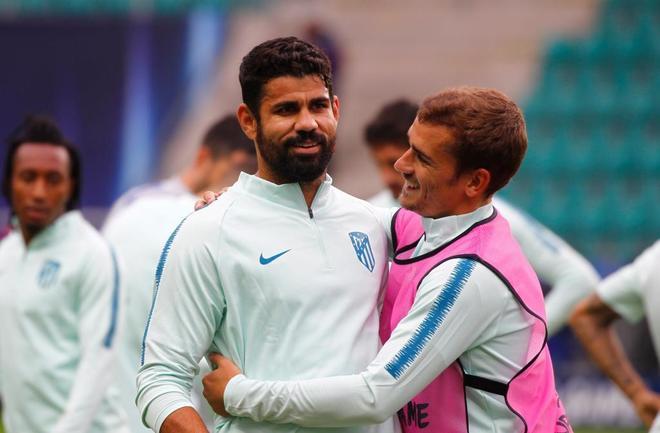 Diego Costa (i) y Griezmann (d), durante el entrenamiento del Atlético en Tallín.