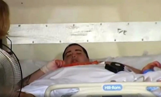 Teo Rodríguez, en la cama del hospital donde fue ingresado por insuficiencia respiratoria.