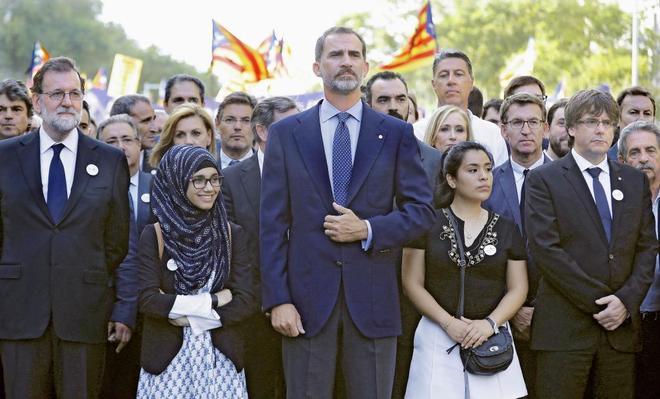 El Rey Felipe VI, a la cabeza de la manifestación por la atentados de...