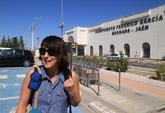 Juana Rivas, en el aeropuerto de Granada, para viajar a Cerdeña a ver...