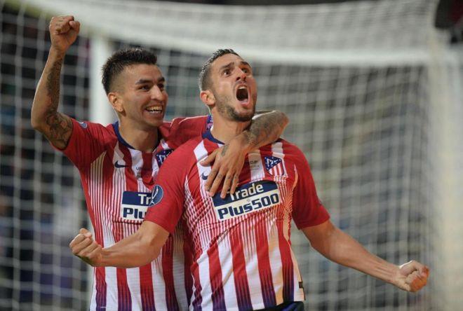 Correa y Koke celebran el último gol del Atlético en la Supercopa.