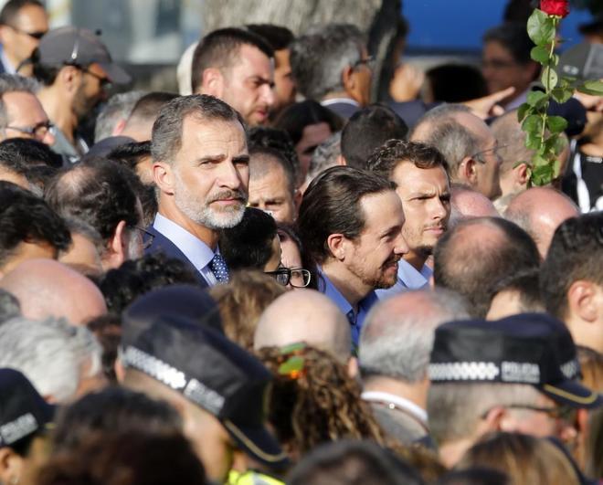 HEMEROTECA: Abucheos al Rey y esteladas durante la masiva manifestación