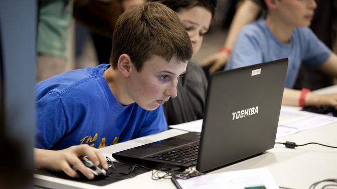 Un niño de 11 años demuestra cómo 'hackear' los resultados de las elecciones (de Florida) en 10 minutos