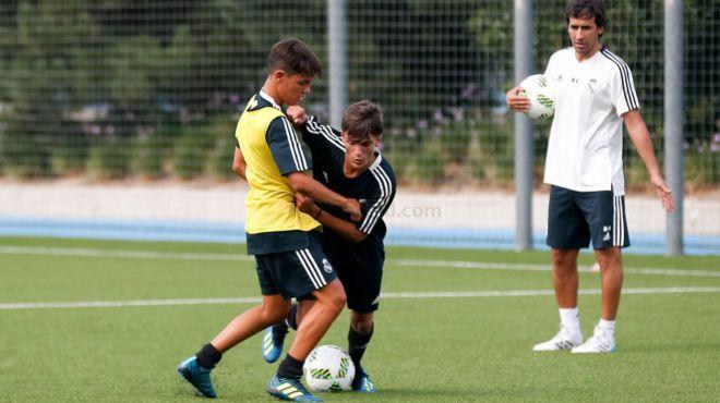 El ex jugador dirigió su primer entrenamiento con el Cadete