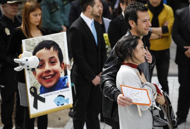El juez autoriza la cremación de los restos del niño
