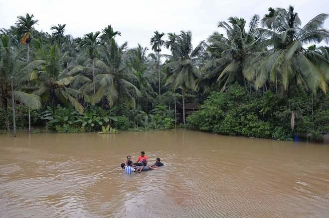 Afectados por las inundaciones en el distrito de Kozhikode, en el estado de Kerala.