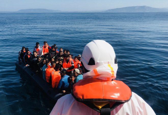 Una de las pateras rescatadas hoy por Salvamento Marítmo en el Estrecho.