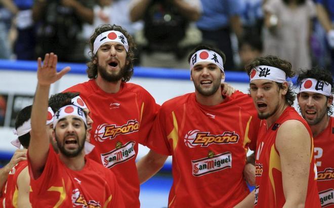 De izda a dcha: Navarro, Pau Gasol, Felipe Reyes, Marc Gasol y Berni.
