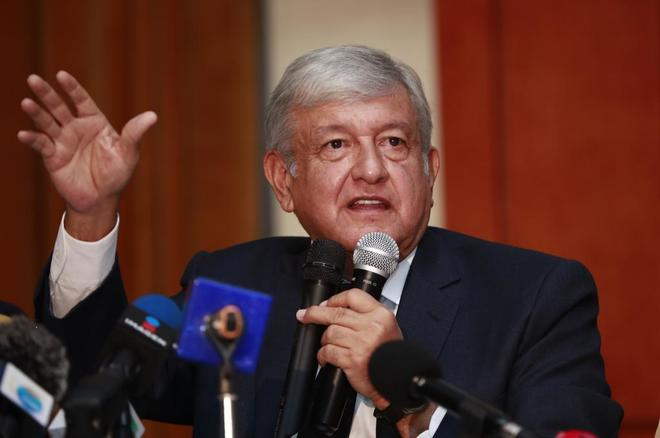 López Obrador, durante la rueda de prensa de este viernes sobre el aeropuerto.