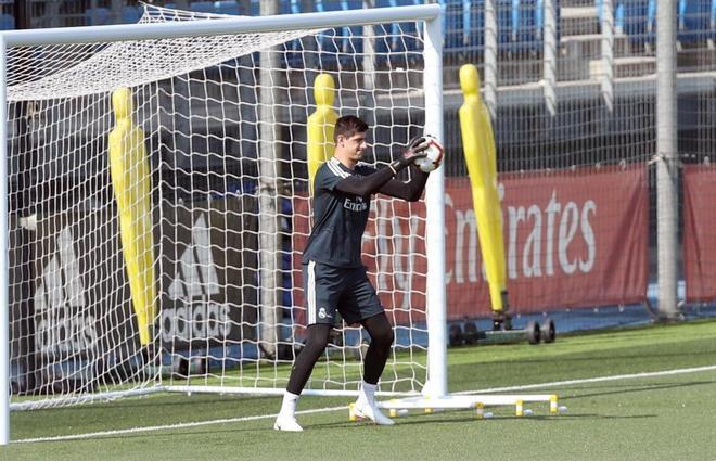 Courtois ,durante el entrenamiento del equipo del sábado en Valdebebas.