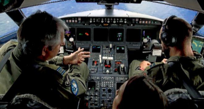 El capitán Michael Munkner y el piloto en la parte delantera del avión. A. D. L.