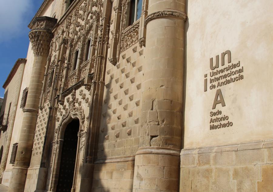 Fachada del Palacio de Jabalquinto de Baeza, sede Antonio Machado de la UNIA en Jaén.