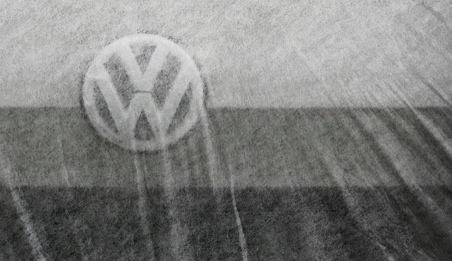 Logo de un Volkswagen en el aeropuerto de Berlín