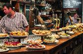 Los 'pintxos' de San Sebastián representan la mezcla perfecta entre...