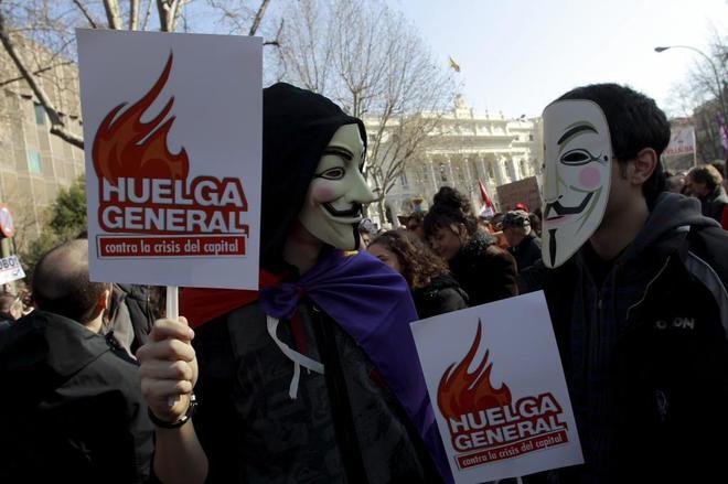 Manifestantes en el año 2012 con máscaras de Anonymous