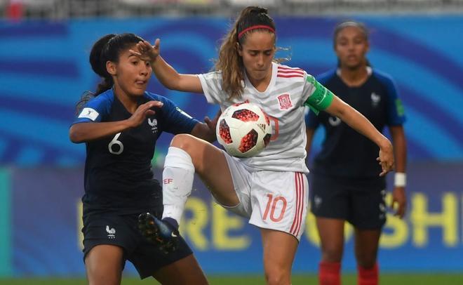 La selección española, que juega con 10 los últimos 25