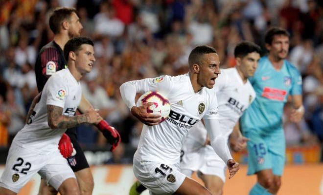 El internacional lleva al Valencia a lograr el empate en