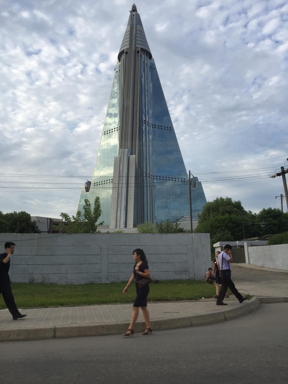 El hotel Ryugyong, de 105 pisos y 300 metros de altura, en Pyongyang.
