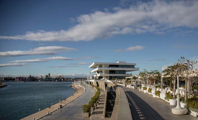 Panorámica de la Marina de Valencia con el Veles e Vents en primer término.