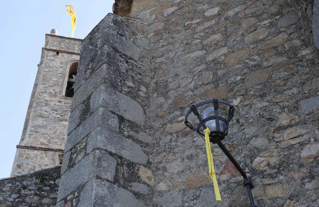 Los lazos y las reivindicaciones por los presos se cuelan en las iglesias catalanas