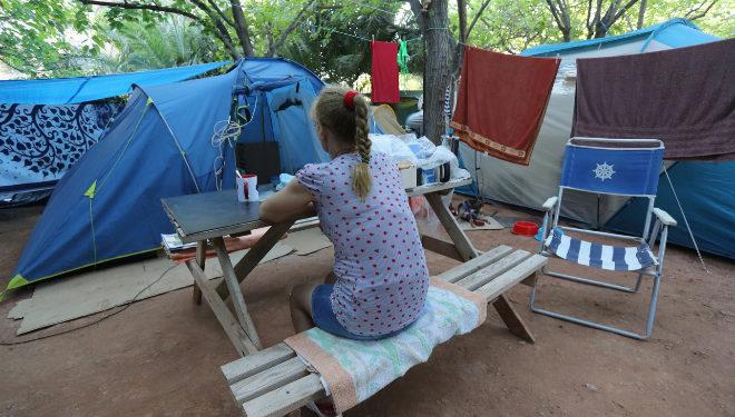 Toñi, este miércoles, en el camping donde reside con su marido a la espera de una solución del Ayuntamiento.
