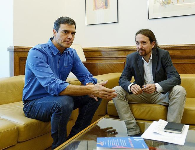 Pedro Sánchez y Pablo Iglesias, juntos en el Congreso de los...