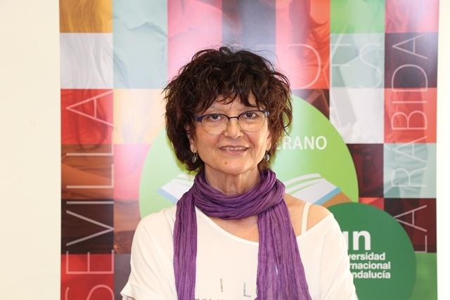 La poeta Ángeles Mora en la sede Antonio Machado de Baeza.
