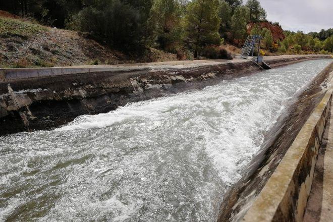 Según la Confederación Hidrográfica del Segura, los embalses de la demarcación hidrográfica de esta cuenca hídrica almacenan 273 hectómetros cúbicos de agua (hm3), lo que supone que se encuentran al 24% de su capacidad total. Estos datos mejoran los del año pasado por estas fechas, cuando se almacenaban 207 hm3 (66 menos que este año) y los embalses se encontraban al 18% de su capacidad.