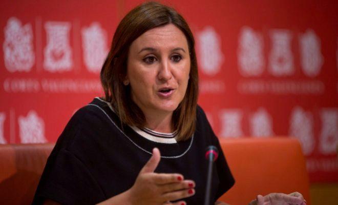 La portavoz adjunta del Partido Popular en las Cortes Valencianas, María José Català, durante la rueda de prensa ayer en las Cortes. BIEL ALIÑO