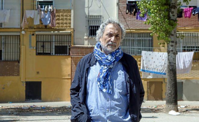 El sacerdote gaditano José Chamizo, cerca de la barriada sevillana de...