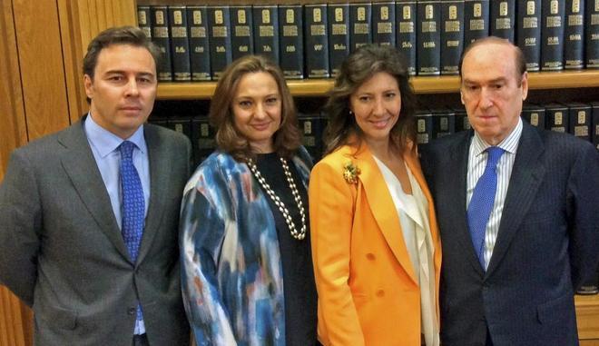 Dimas Gimeno y sus primas, Marta y Cristina Álvarez