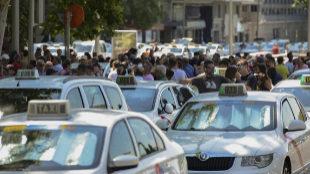 Uber y Cabify no han devaluado el precio de las licencias de taxi