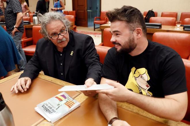 Los diputados de ERC Joan Tardà y Gabriel Rufián, en la Diputación...