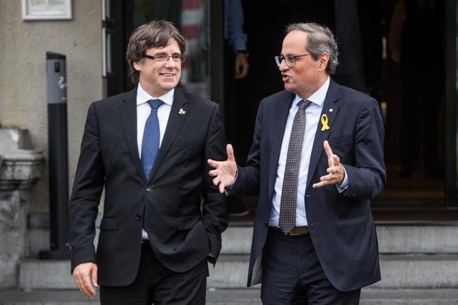 Carles Puigdemont y Quim Torra, tras reunirse en un hotel de Waterloo...
