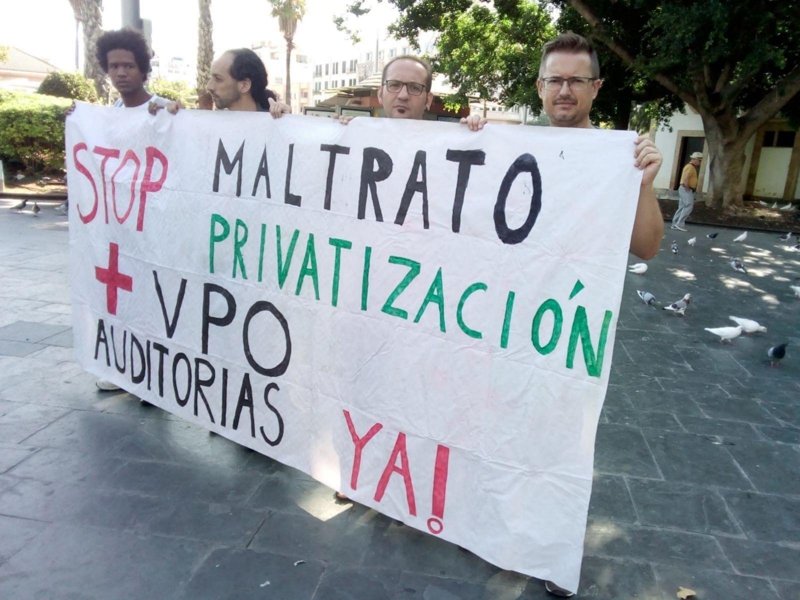 Manifestación covocada por Stop Desahucios en apoyo a Juana Mendoza
