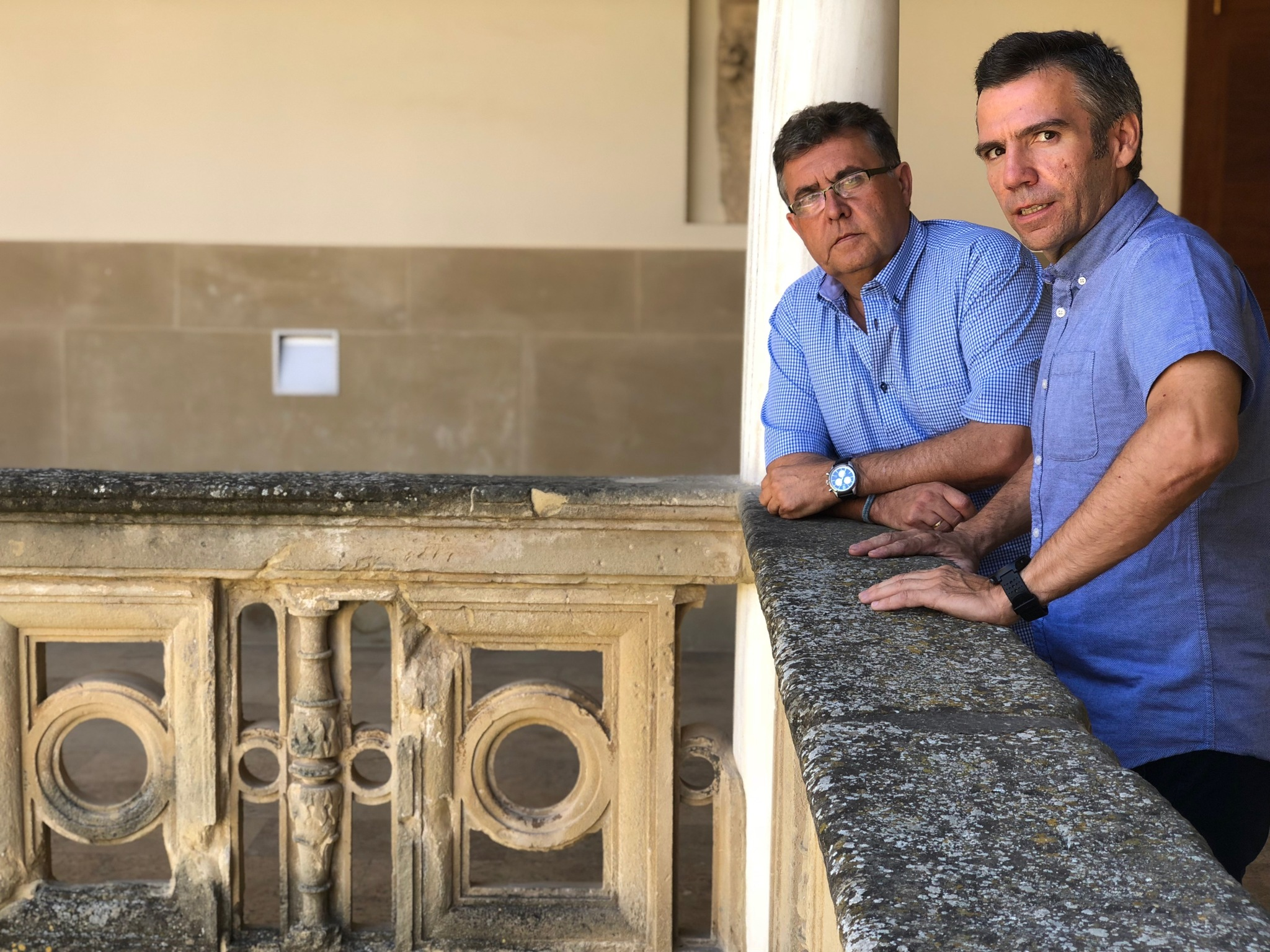 Los profesores Eugenio Cejudo y Francisco Navarro en la sede Antonio Machado de Baeza.