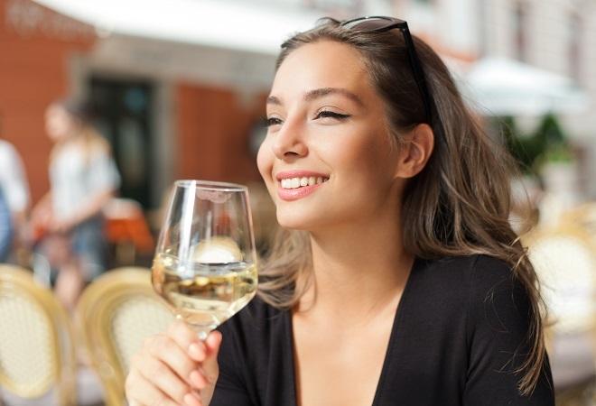 el vino tinto engorda o adelgaza