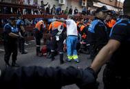 Atención sanitaria a un herido en los encierros de San Sebastián de los Reyes.