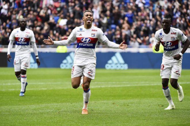 Mariano celebra un gol con el Olympique de Lyon.