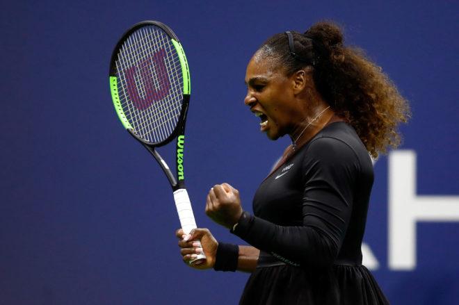 Serena Williams zanja la polémica sobre la prohibición de su traje arrasando con un tutú en el US Open