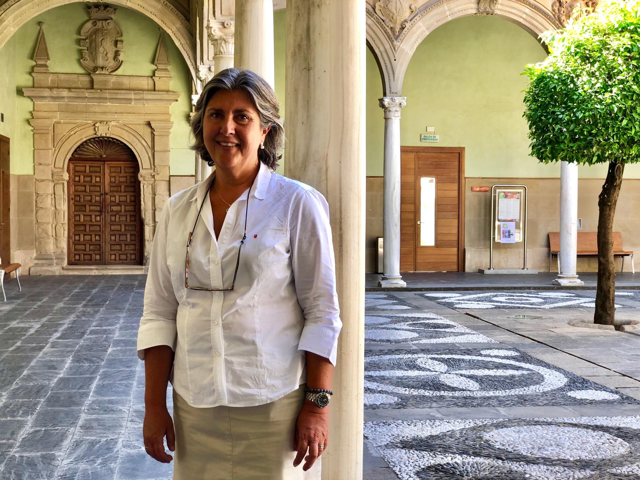 Encarnación Moral, directora del curso sobre comercialización del aceite de oliva, en Baeza.